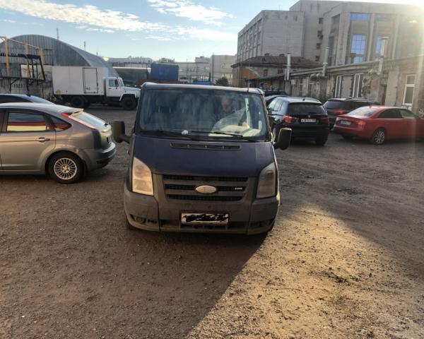 Ford Transit 2.2 передний привод выезжает из СТО Кубавто