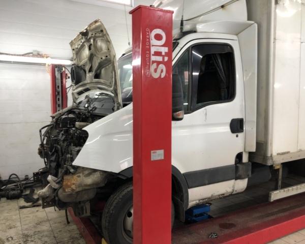 Iveco Daily 50C15 в процессе разбора двигателя в СТО Кубавто