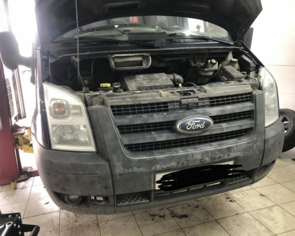 Форд Транзит 2.2 на подъемнике в СТО Кубавто